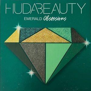 NEW Huda Beuty Emerald palette